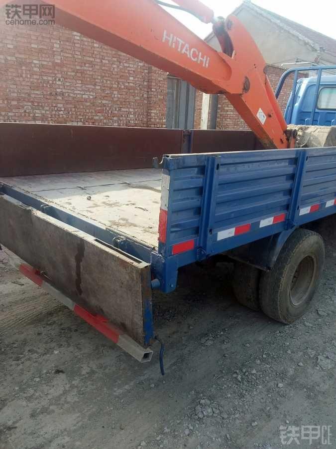 拉挖机的板车,自己改的,能验车,不是违法的