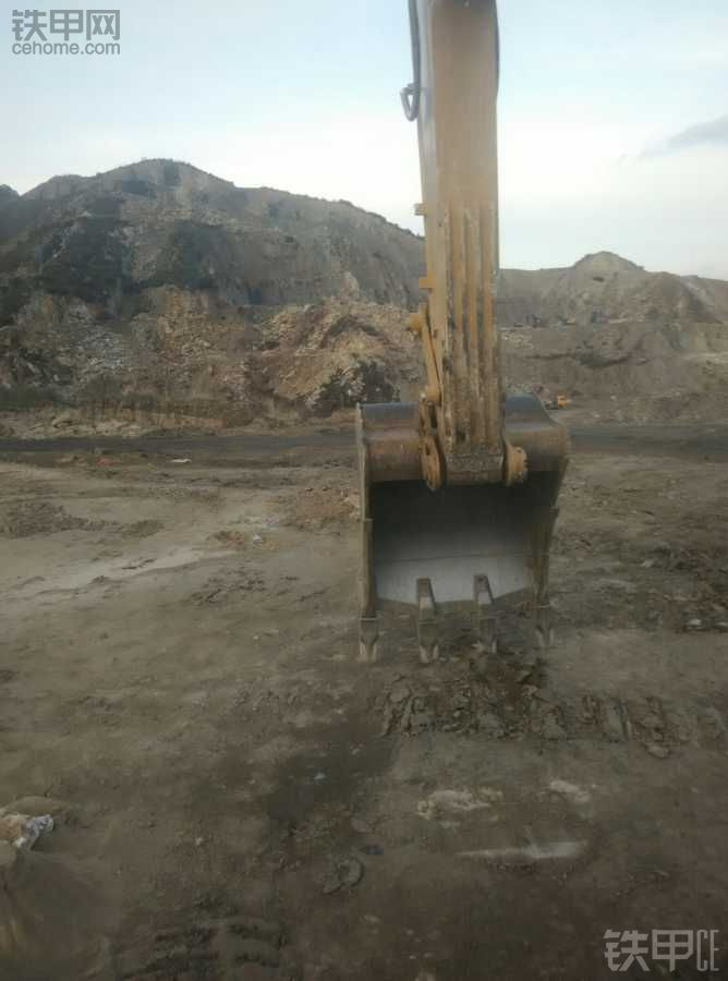 想找一个月薪过万的挖机工作!
