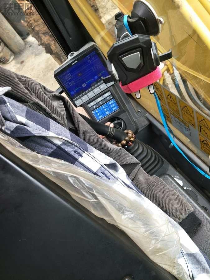 小松-8mo暖风故障 求暖风传感器位置