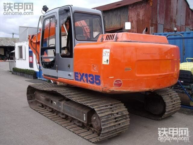 菲亚特-神钢 EX135