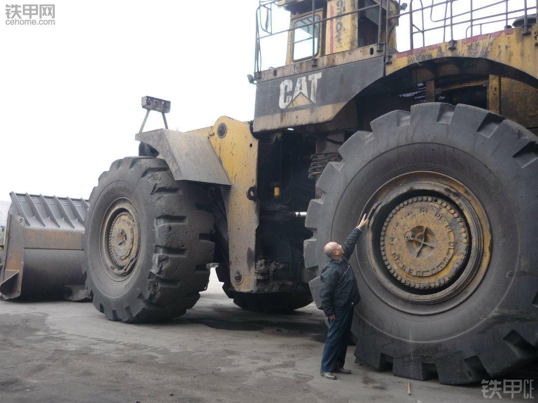 平朔安太堡的26立方米卡特994大型装载机