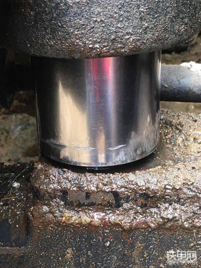 150轮挖平衡油杆有伤痕好修复不?