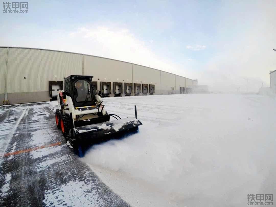 国产山猫来扫雪!