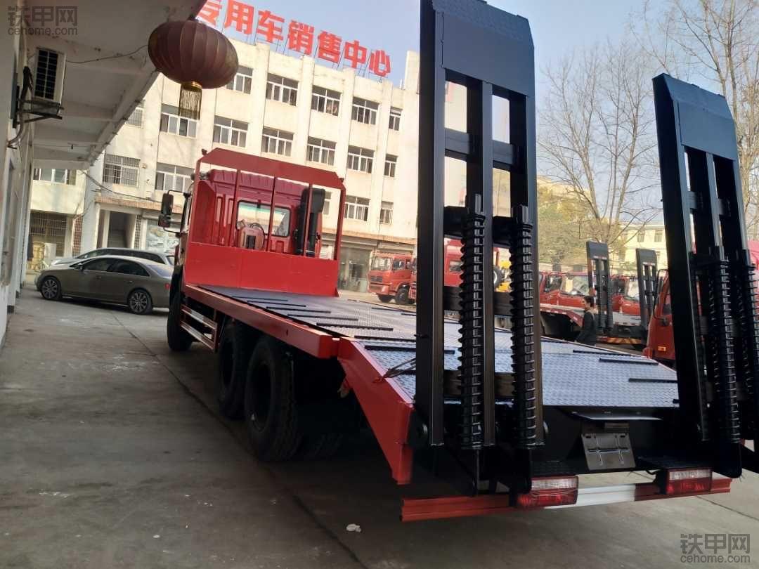 江淮后八轮挖机拖车