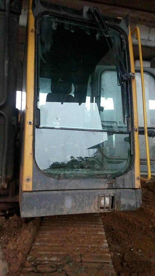 沃尔沃240,新年新气象,换全新玻璃