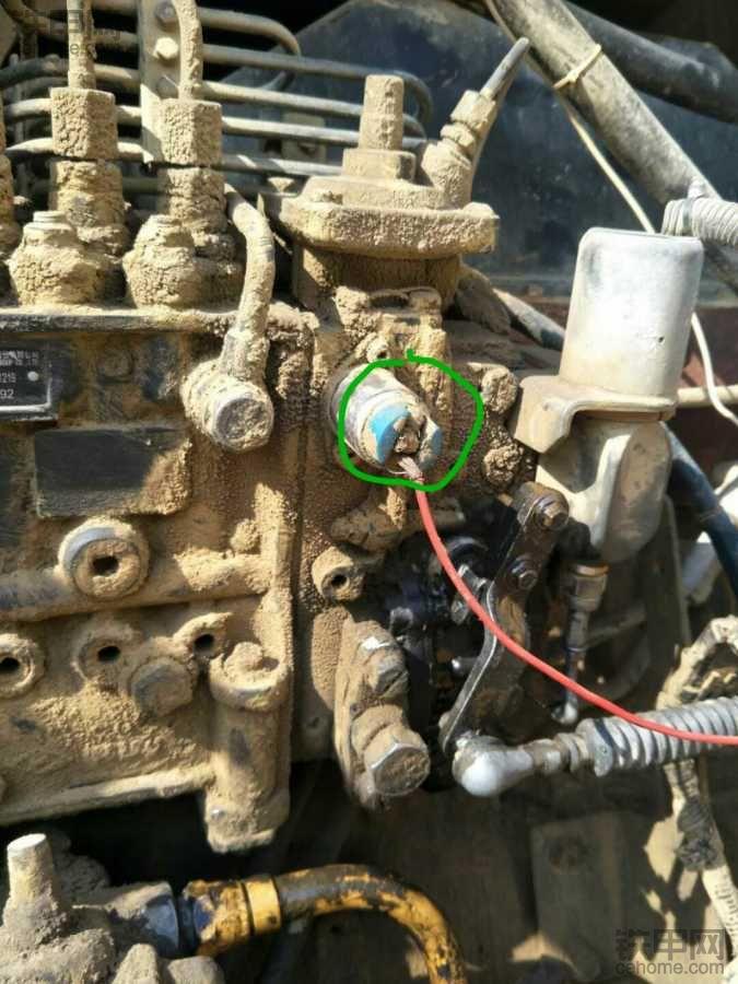 康明斯发动机这根红电线连接的电磁阀有什么作用?
