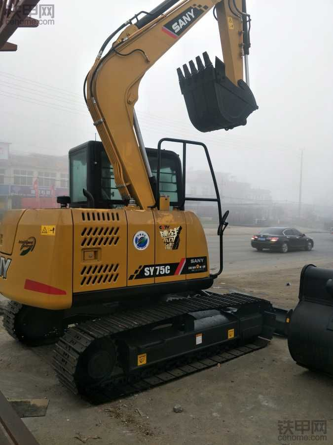 挖机路上感恩前行 喜提人生第三台挖机三一SY75C