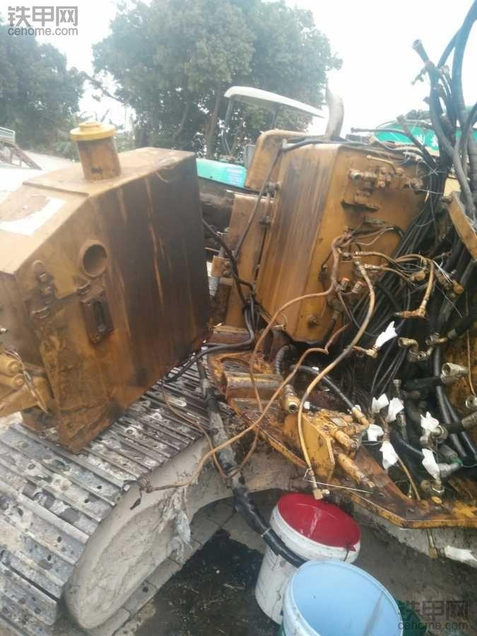 卡特308B换分配器油封