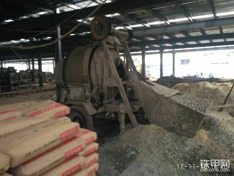 【5yao旺】混凝土攪拌機擺放及鏟車搭配使用-帖子圖片