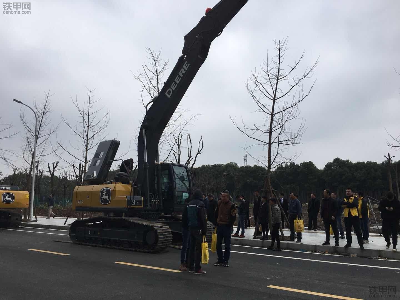 【闻于心,鉴于行】铁甲云盒携手约翰迪尔之湖北武汉展销会!