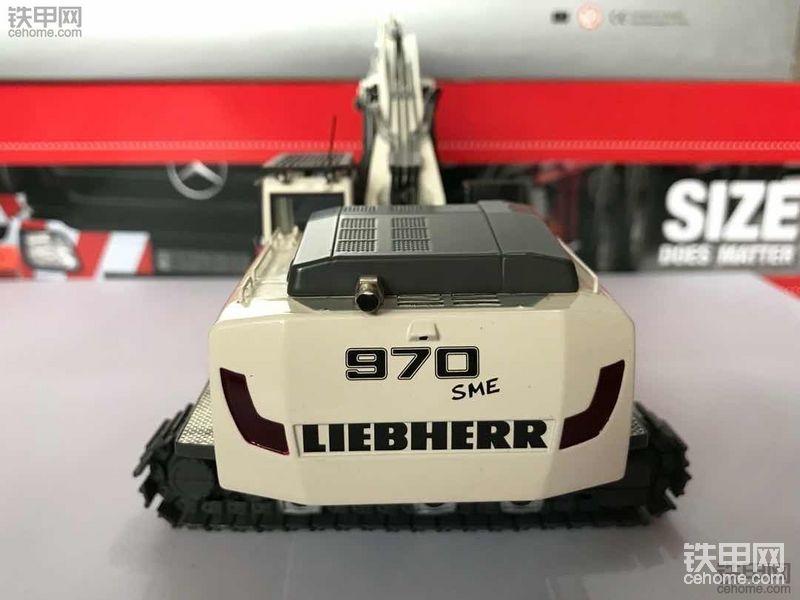 机械小白玩模型(8)1200元提白色款利勃海尔R970 SME挖掘机