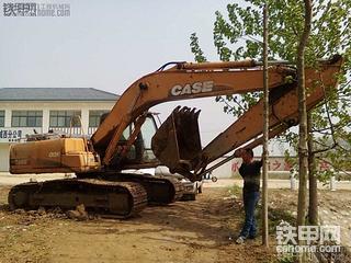 动作协调 操作舒服 凯斯210挖掘机使用感受