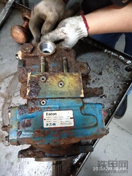 徐州18j压路机伊顿泵损坏