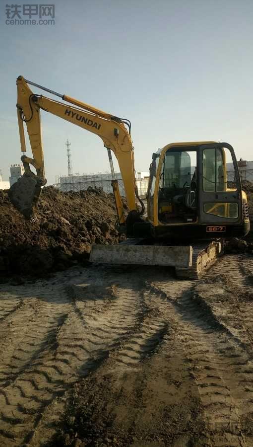 保养挖掘机