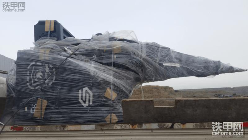 快频破碎锤七八吨配卡特349挖机真的带不起