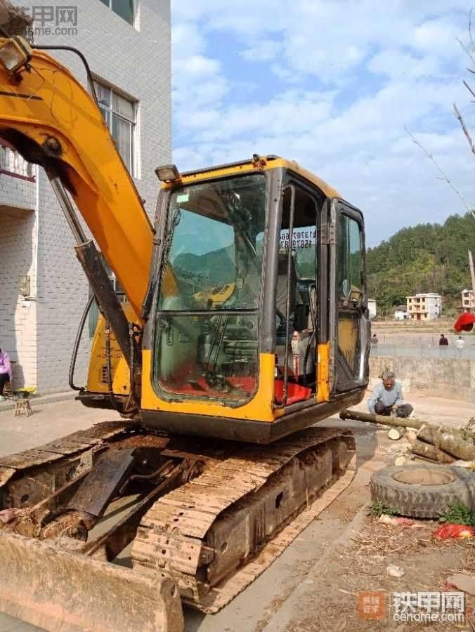 创业8年的老司机,阴差阳错在铁甲买了台临工135E