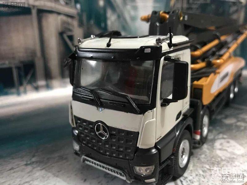 机械小白玩模型(9)利勃海尔43XXT混凝土泵车模型首秀