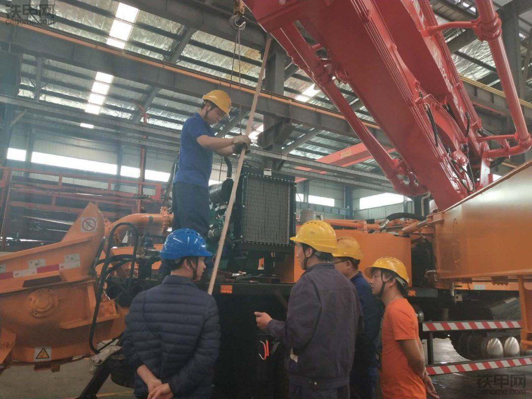 响箭重工因高端品质与精细服务占领2108年小臂架泵车市场