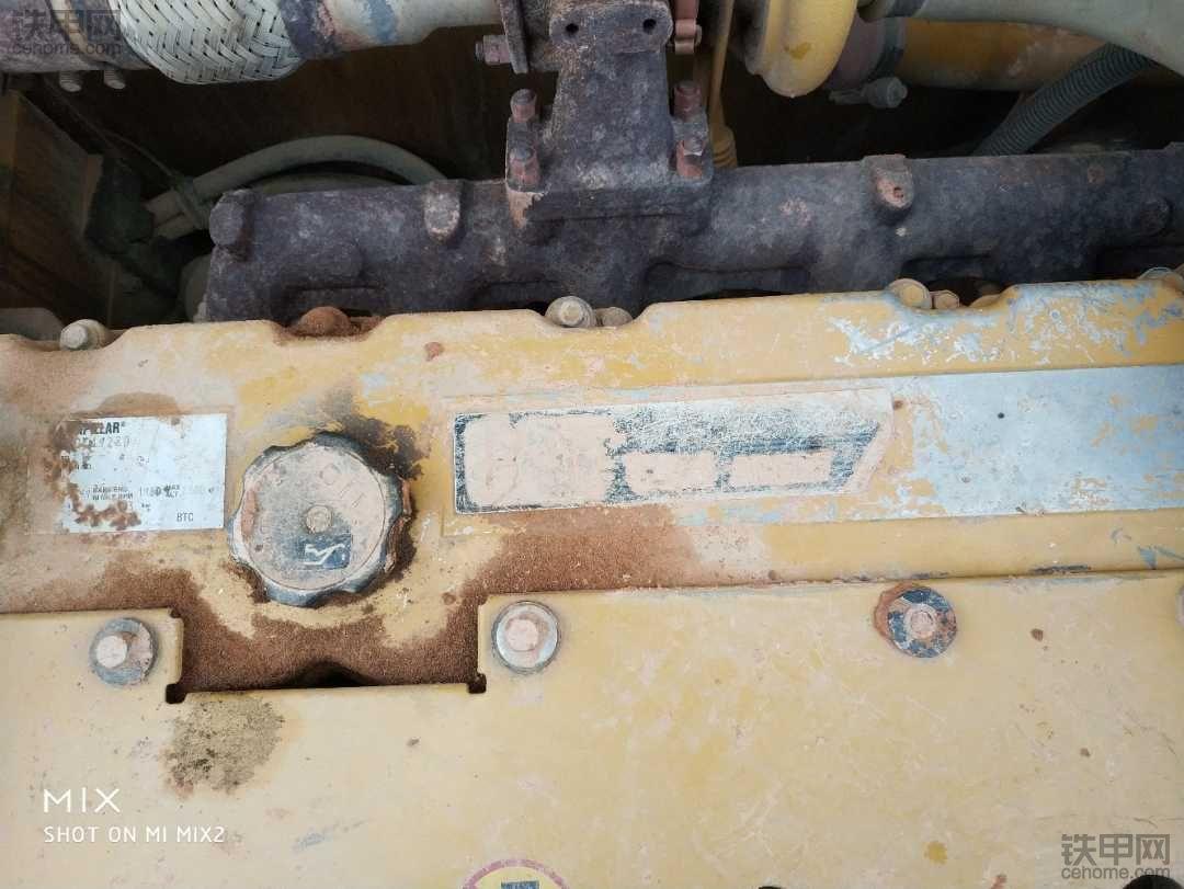 卡特320D.c64发动机漏机油,帮忙判断一下
