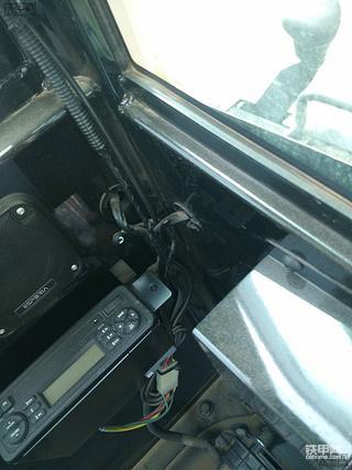 【我的维修故事】之巧改卡特E2系列小挖收音机天线