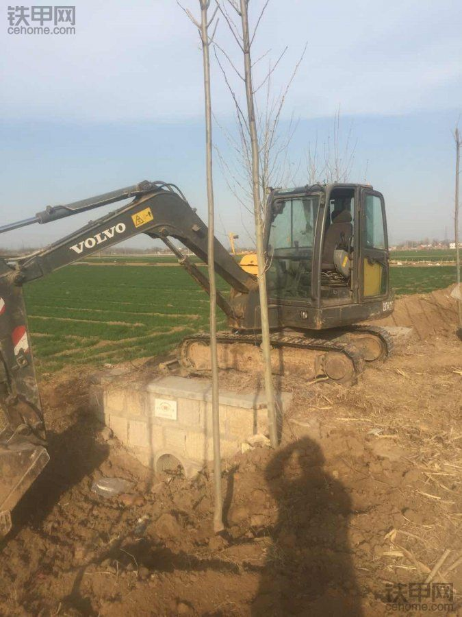 2012年底购买原装进口沃尔沃ec60c小挖
