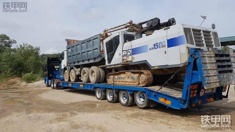 斯堪尼亚牵引车拉拖板车