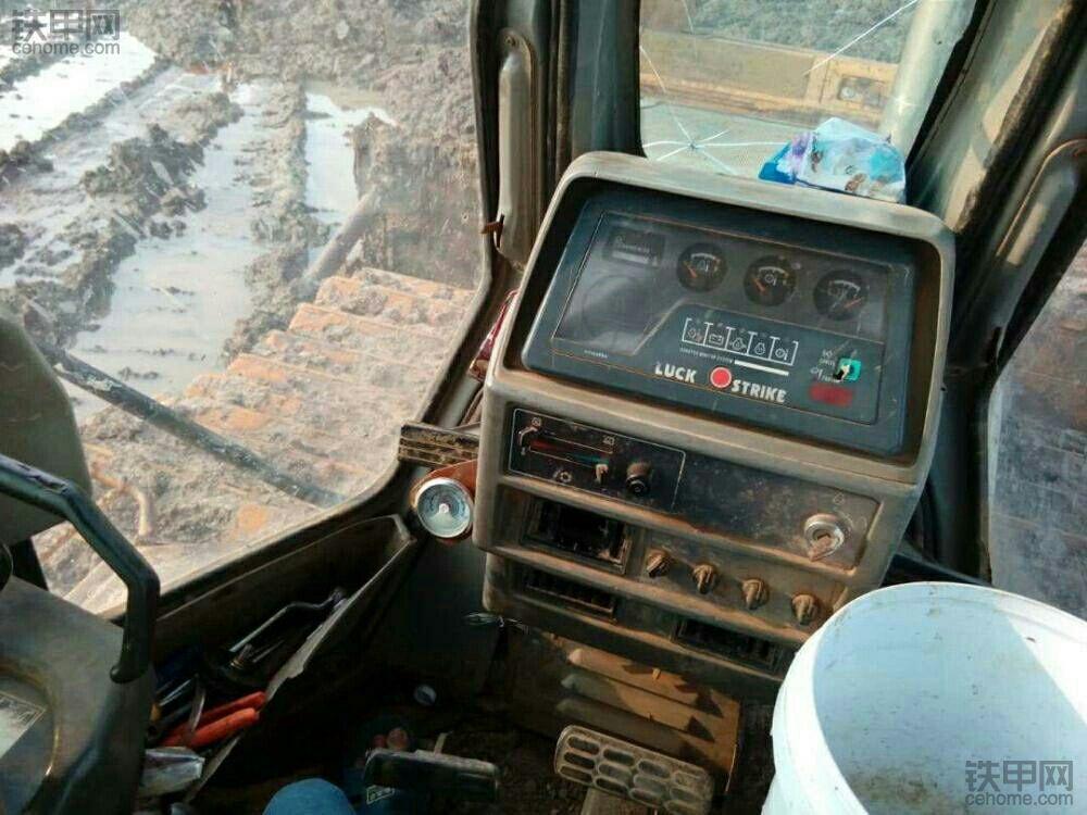 小松推土机。现有小松D60P-12推土机一台!售价18.