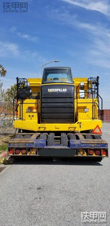 板车搬运卡特770自卸车