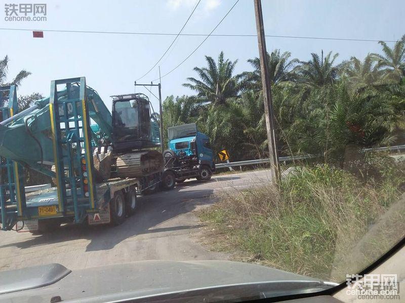 日野牵引车拉拖板车