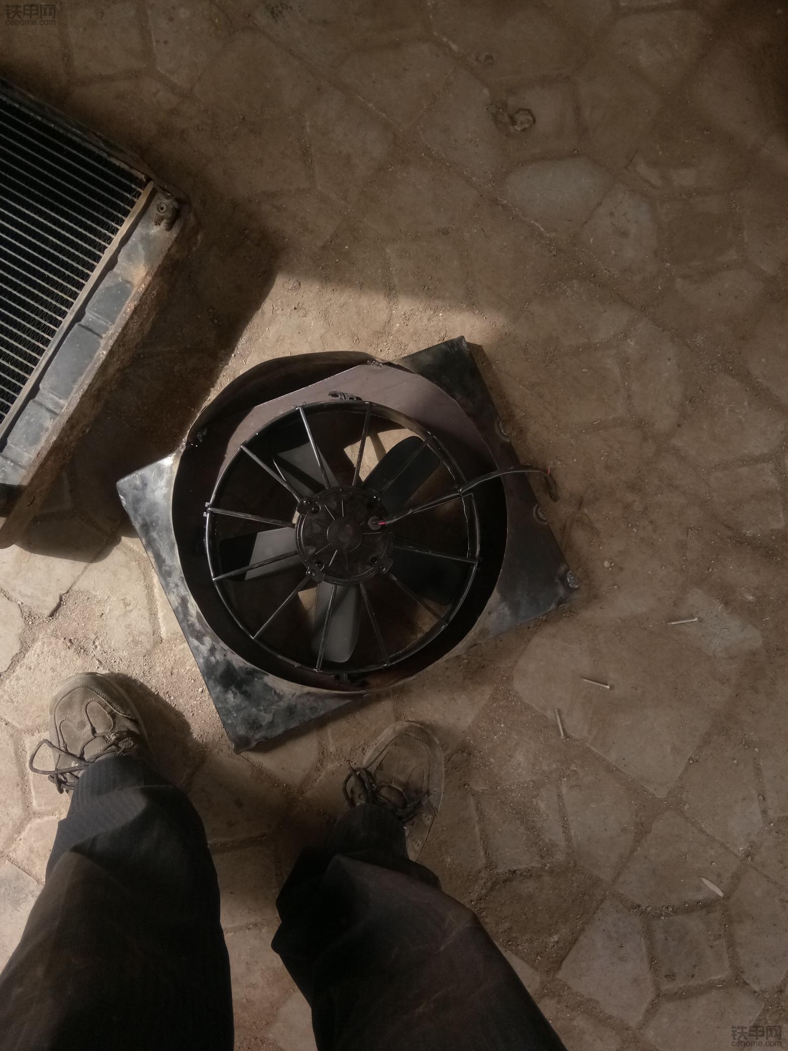 现在就高温,没办法,加个副水箱吧!难看、实惠就行。
