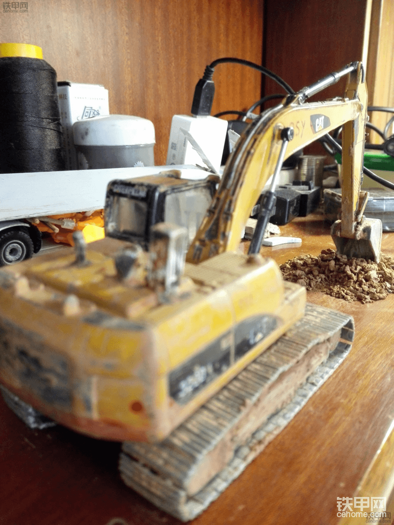 做旧的卡特323DL模型