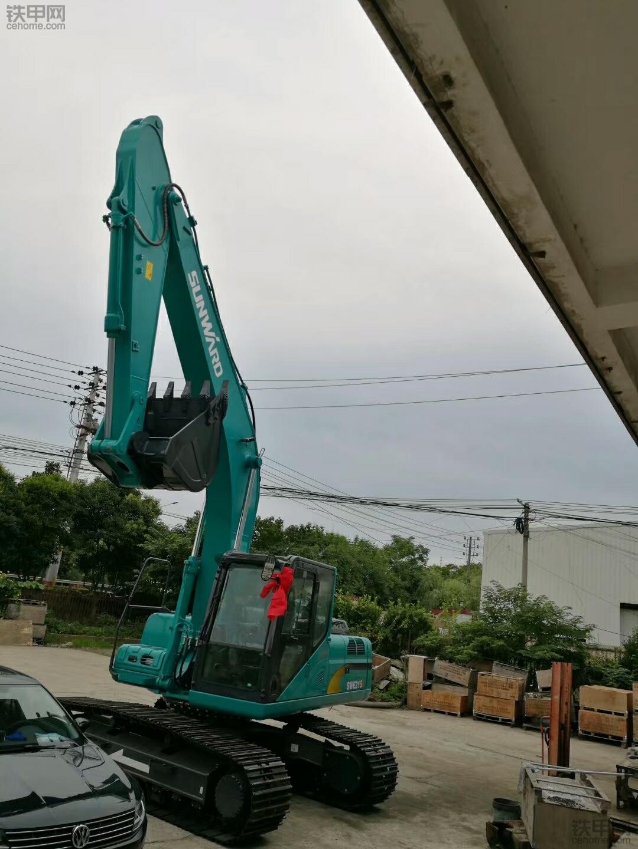急招一名大挖掘机驾驶员。13815016823、