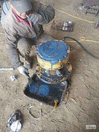 卡特320C的窜油事故排查和维修过程!