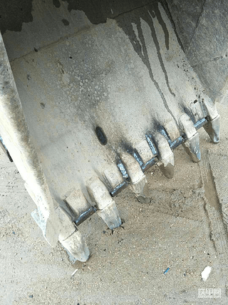 开了6年卡特320c神机,雨天加固铲斗+护链神器过程分享!