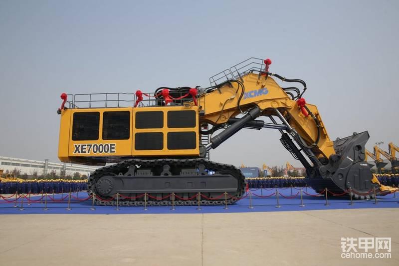 最新徐工XE7000 700吨液压挖掘机将很完成