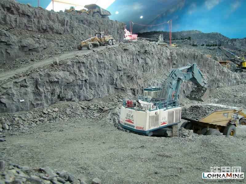 【机械怪兽的感官世界】越看越逼真!800吨矿山巨铲加固维修,特别是最后一个!