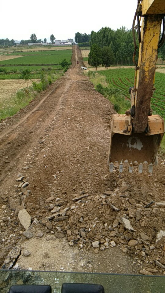 三台小吨位挖机机主点评小松60-8