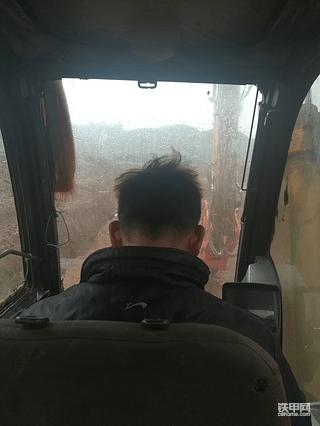 放弃当兵也要做机手 我与老现代挖机的故事