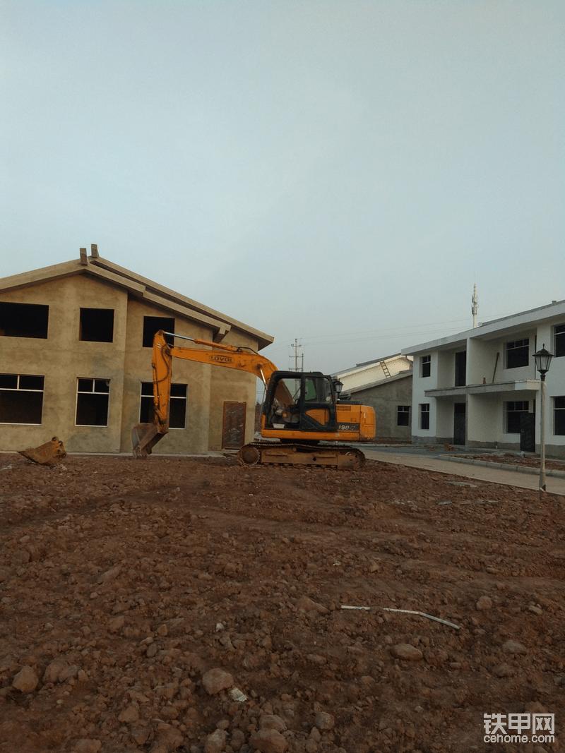 村民建设中的房屋