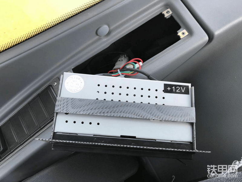 拆开收音机固定座