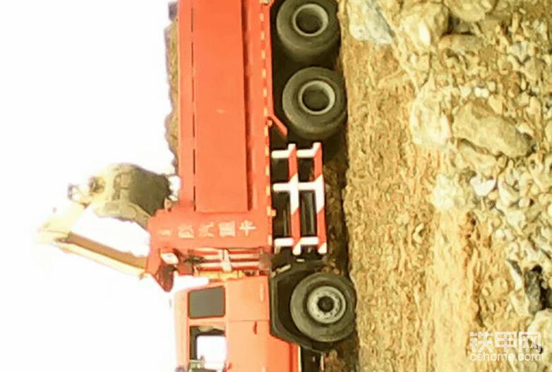 14岁入挖机行,碰过壁翻过车,说说我6年多的辛酸史!