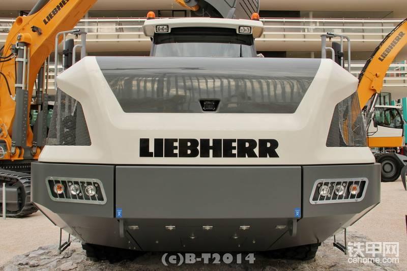 利勃海尔铰接自卸车 TA240