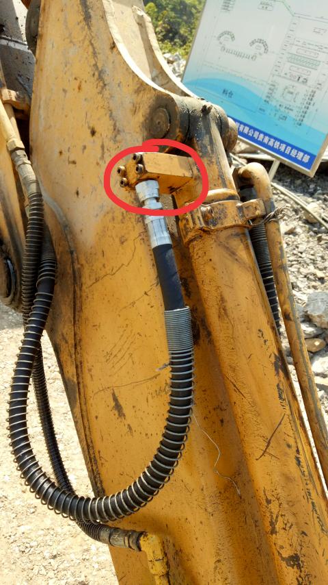 铲斗油缸上的这块叫什么配件