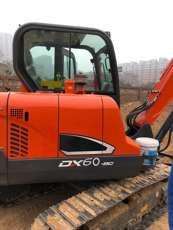 斗山DX55-9C换破碎锤实拍