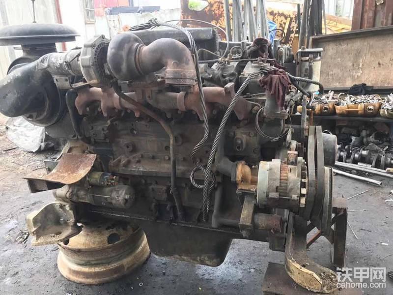 有谁知道小松6D125-2. 发动机多大马力?求求指导!
