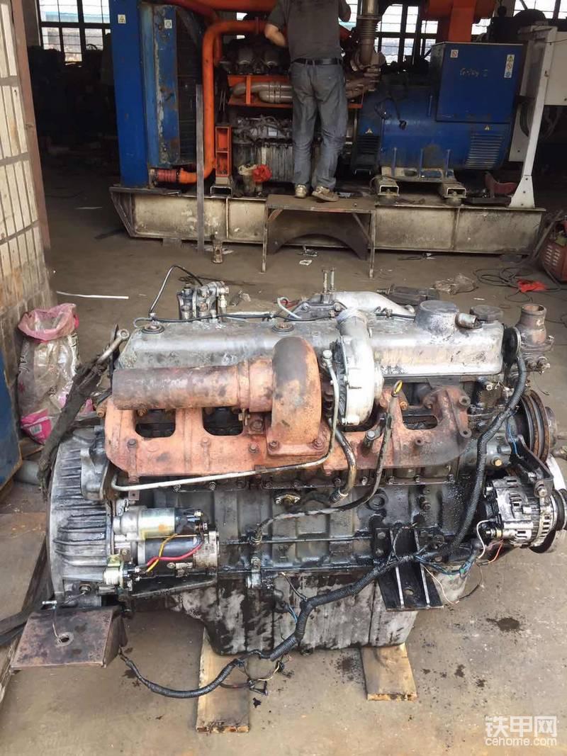 山上干活挖机被砸刚拆下的直喷6D16 发动机 ,