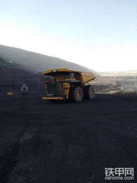 徐工300噸礦用自卸車