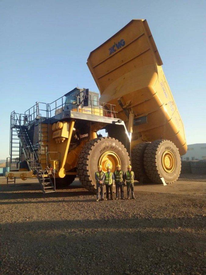 徐工300吨矿用自卸车