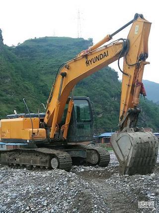 最初跟着亲戚学装载机的我后来却经营起了挖掘机