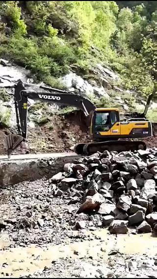 一年52个周末都去看表哥开挖机,终于也踏上了挖机路